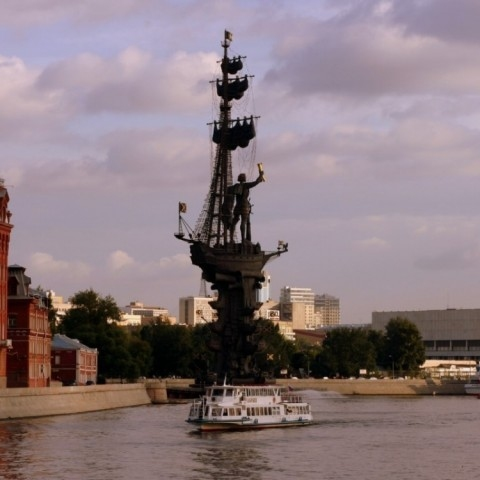 Boat trip on the Moscow-river